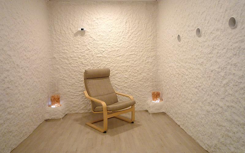 Genuine natural salt coating on the walls of Halomed salt room showroom