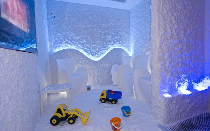 Kids' playground in a salt room by Halomed